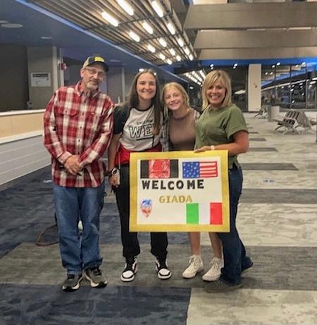 Wayne City Hosts Four New Exchange Students